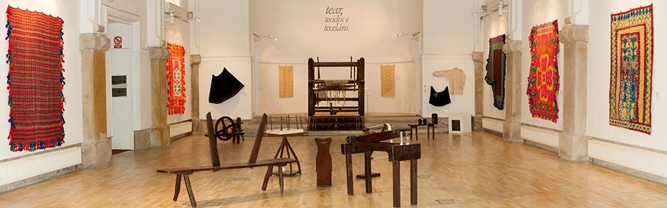 """Exposición """"Tear, tecidos e teceláns"""""""